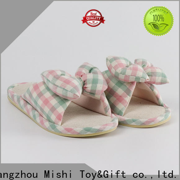 latest soft plush slippers with logo for gifts